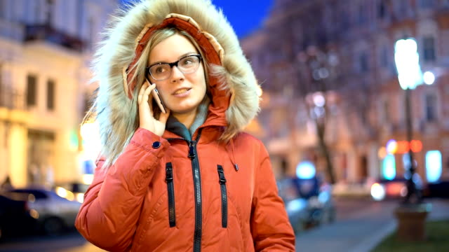 Pretty woman talking phone in the city. video