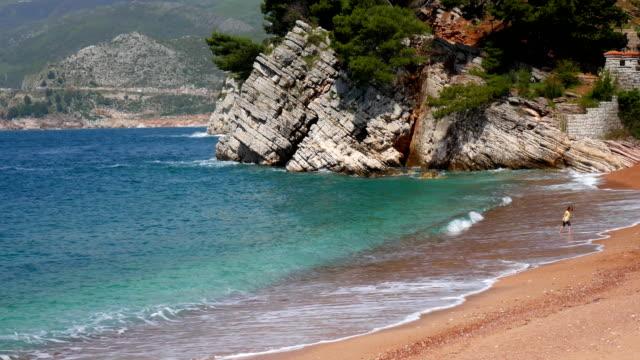 Private beach of the hotel Sveti Stefan, near the island. Monten video