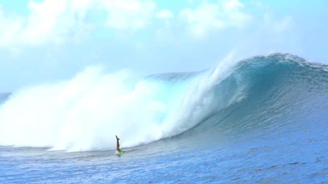 SLOW MOTION: Pro surfer duck diving big wave Teahupoo video
