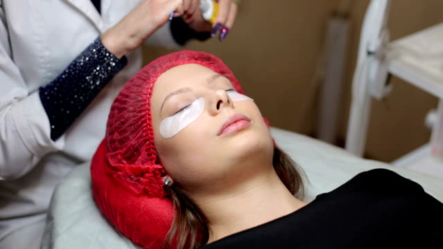 Procedure eyelash extension in cosmetology clinic. video
