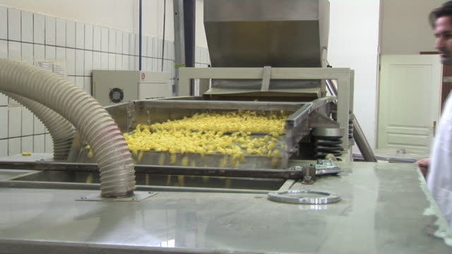 Production of corn flakes video