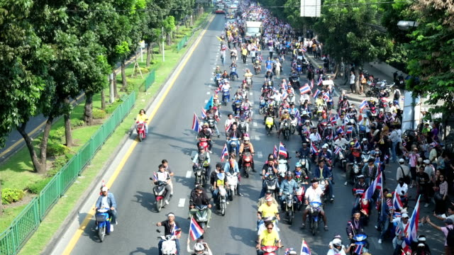 PDRC Protesters Marching on Bangkok Ratchada Street 2013 Time-lapse Video video