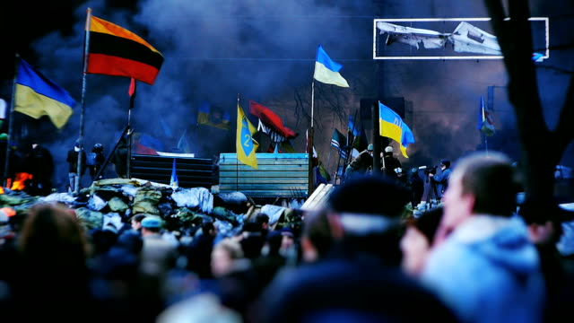 Protesters on barricades in Kiev - Euromaidan video