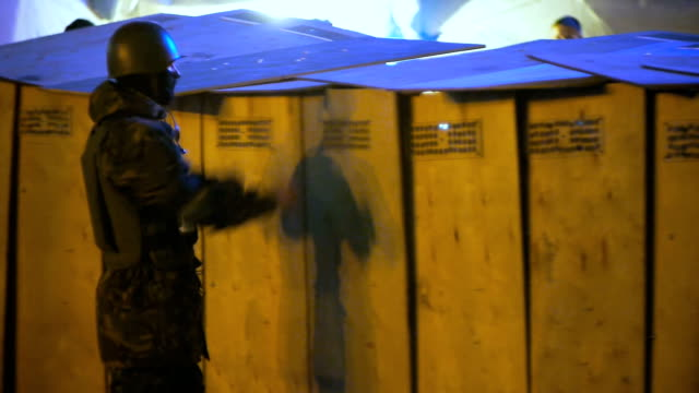 Protesters train with shields on Euromaidan - February 2014 video