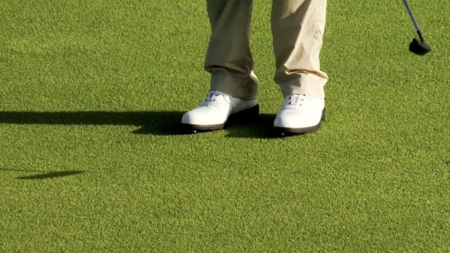Putter and golf ball video