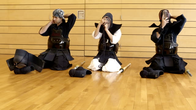 Putting on Kendo gear video