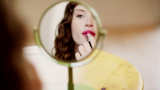 Putting on Lipstick video