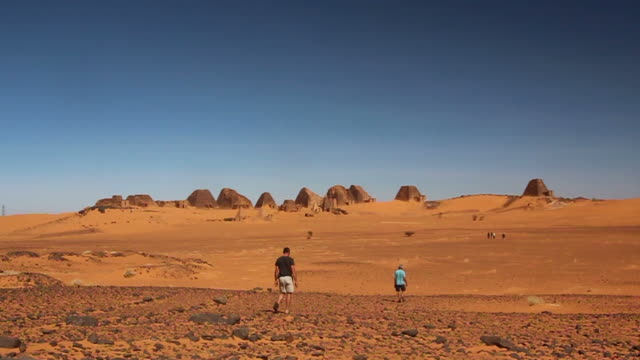 Pyramids of Meroe in Sudan with some tourists video
