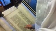 Rabbi read from the torah book video