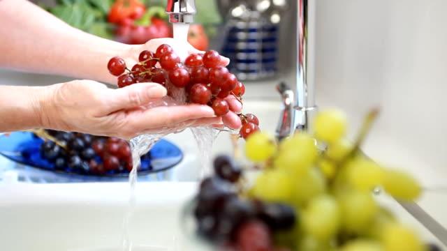 Rack focus woman washing fruit video