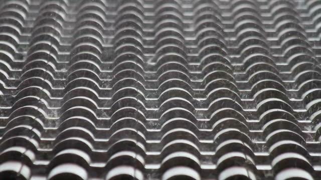 Raining heavily in roof - LLoviendo en tejado copiosamente video