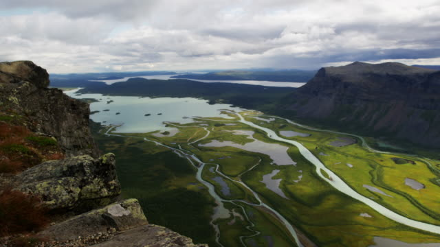 Rapadalen from the top of the cliff Skierffe. video