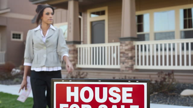 Realtor puts SOLD sticker on sign video
