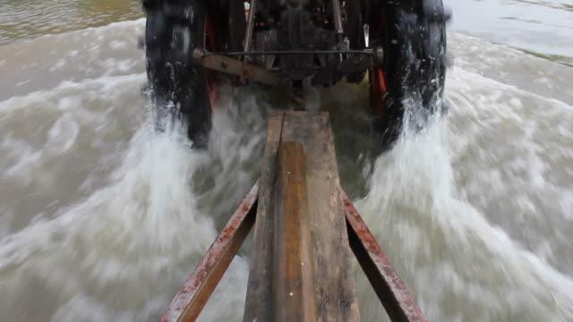 Rear wheels tractor. video