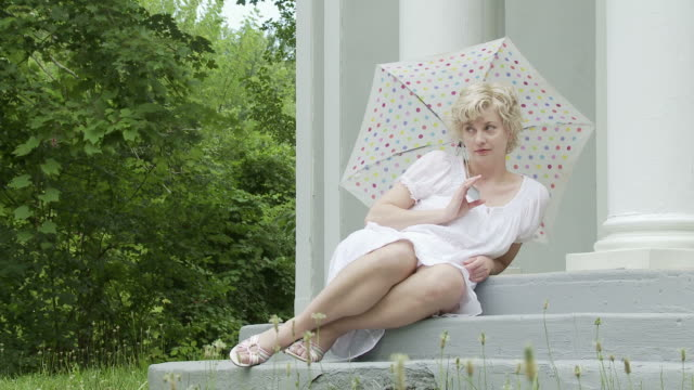 Reclining Parasol Girl video