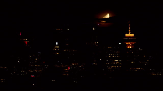 Red Moon Vancouver Skyline Night - Time-lapse video