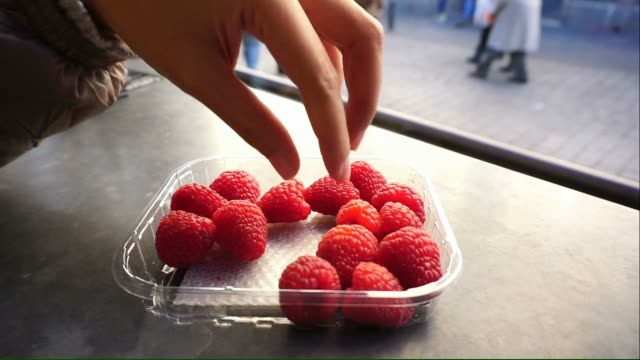 red raspberry in the plastic box video