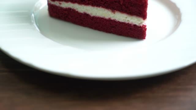 Red velvet cakes video