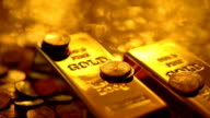 LOOPABLE: Reflections on gold video