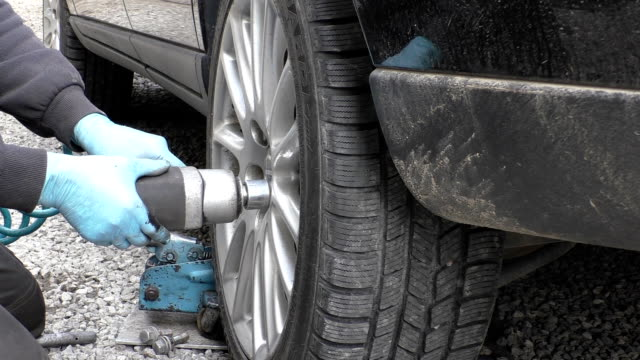 Removing car wheel on the road video