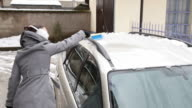 Removing snow and ice from the car video