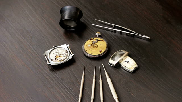 Repairs of the old mechanical watches video