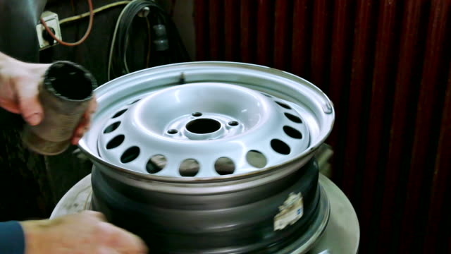 Replacement and balancing tires video