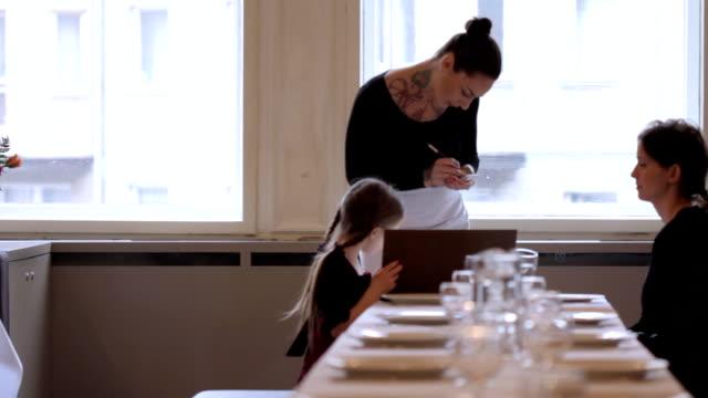 DOLLY: Restaurant order video
