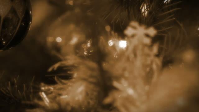 Retro Christmas Silver Ball video