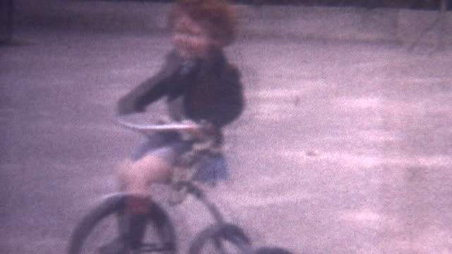 Riding Trycicle 1949 video