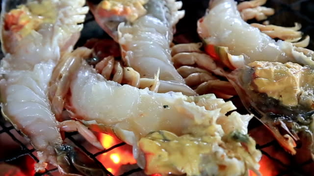 River lobster grilling video