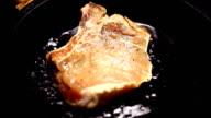roast beef steak in a frying pan video