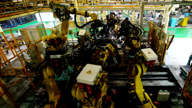 Robots assembling car body video