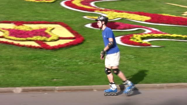 Roller walking video