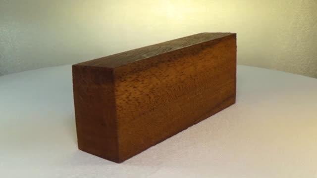Rotating the block of wood meranti video