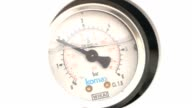 Round pressure gauge with a black arrow. The pressure gauge video
