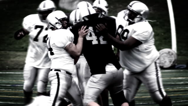 Running back spins from defenders. video