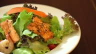 salad with salmon grill video