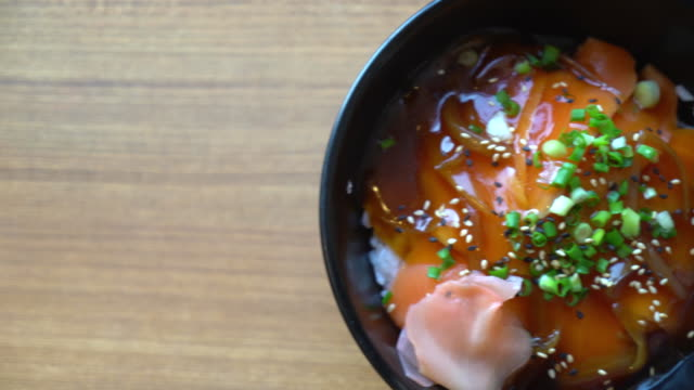 salmon sushi bowl with japanese sauce video