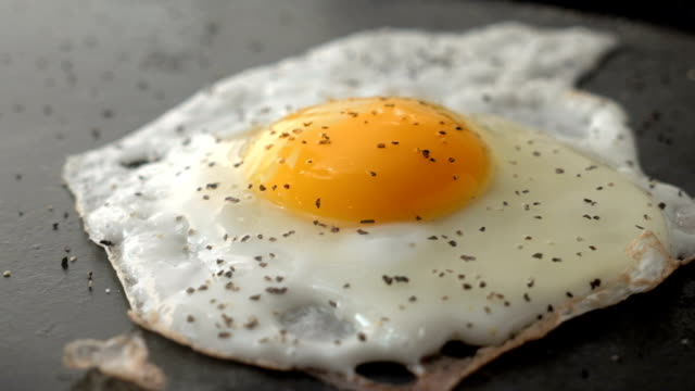 Salting a Egg video