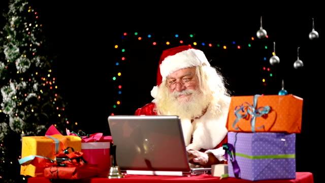 Santa Claus use laptop video