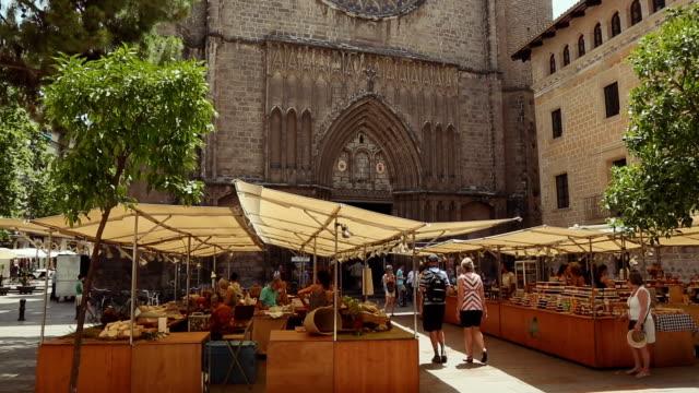 Santa Maria del Pi basilica in barrio gotico, Barcelona video