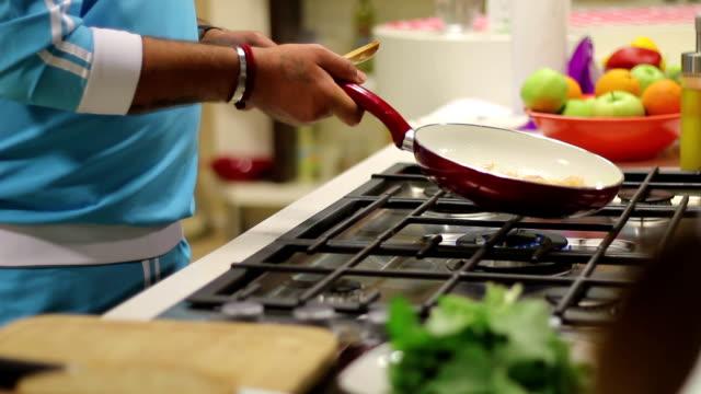 Saute Pan video