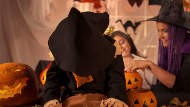 HD DOLLY: Scarecrow Pretend To Be Snarling Vampire video