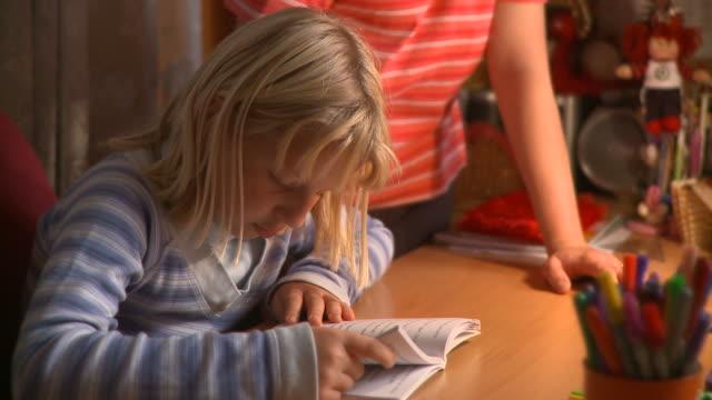 HD DOLLY: School Reading video