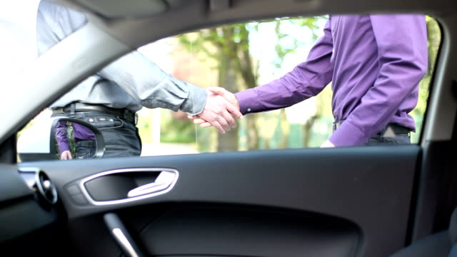 Selling a car (rental) and giving carkeys. video