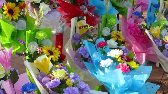 Selling graduation flowers video