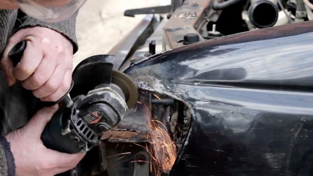 Service worker repair car after crash video
