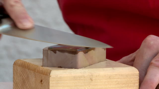 Sharpening the kitchen knife video