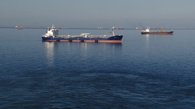 ships in the outer harbor video